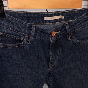 711 skinny cropped Levi's jeans